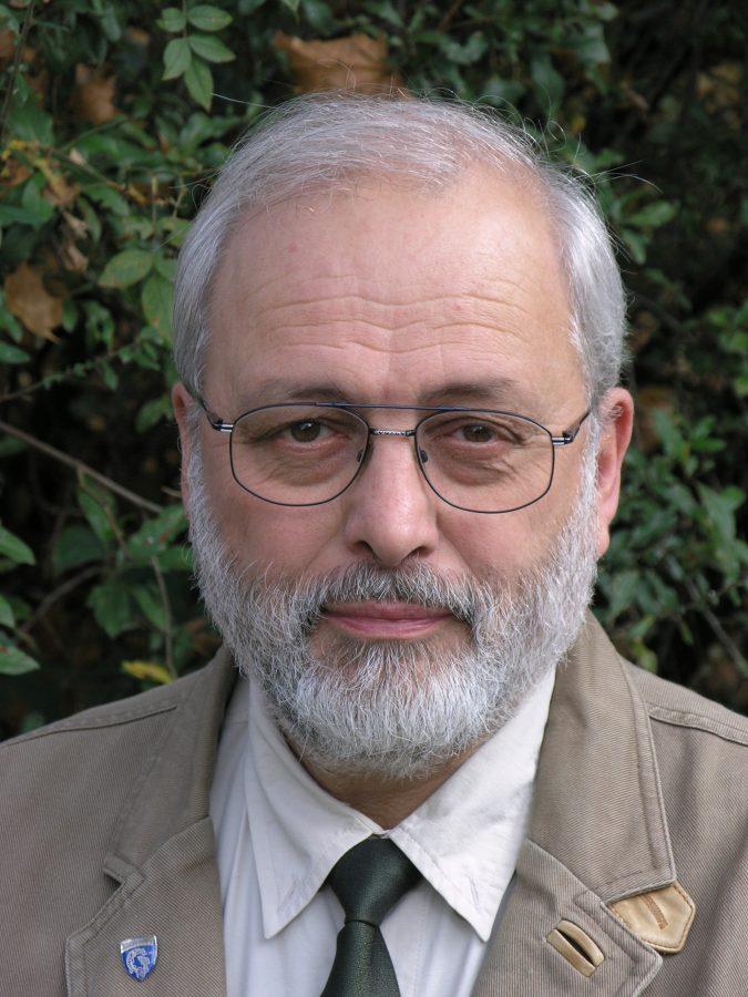 Gewässerbiologe Rainer Hennings kennt und untersucht die Modau schon sehr lange.