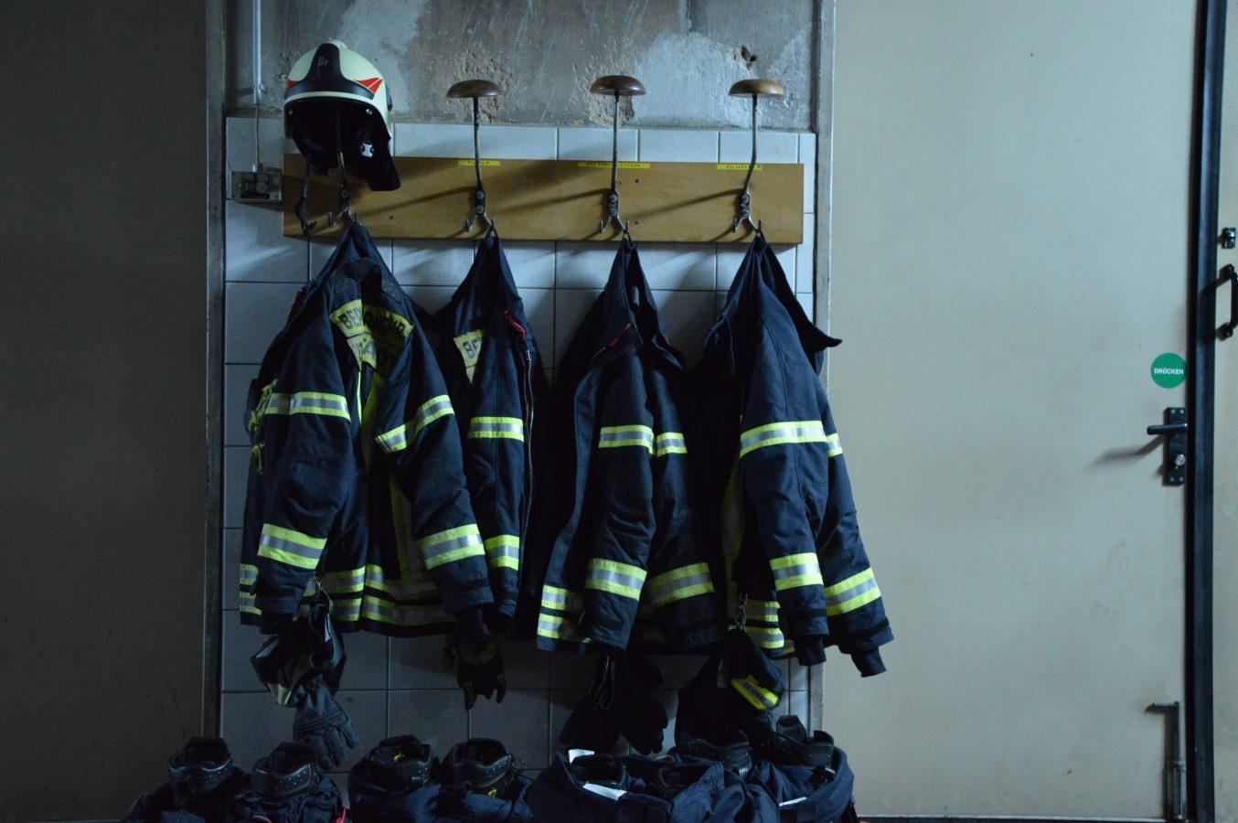 Essen, schlafen, Leben retten? – 24 Stunden bei der Feuerwehr