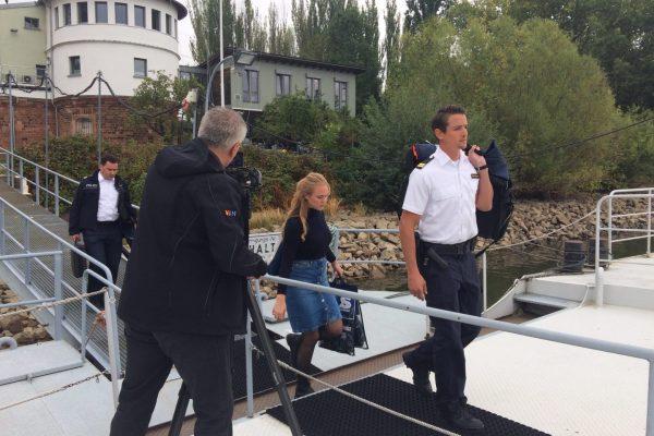 Auf dem Weg zum Schiff der Wasserschutzpolizei