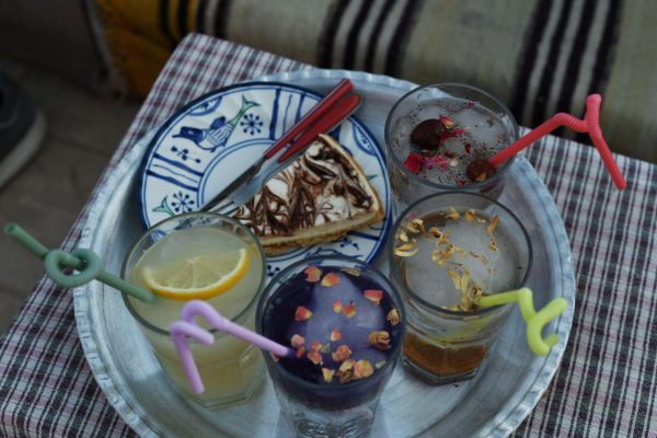 Kalte Getränke mit Sirup und Obst - ohne Alkohol, denn dieser ist im Iran verboten.