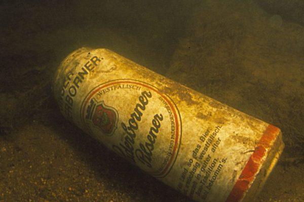 Müll ist der ewige Begleiter unserer Gewässer, ob vom Ufer aus betrachtet oder eben vom Grund.