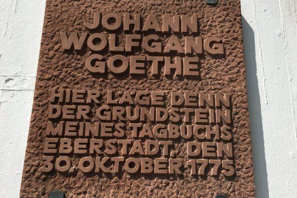 Unweit der Modaubrücke kehrte Goethe am 30. Oktober 1775 auf seiner Reise nach Italien ein und begann, sein Tagebuch zu schreiben.