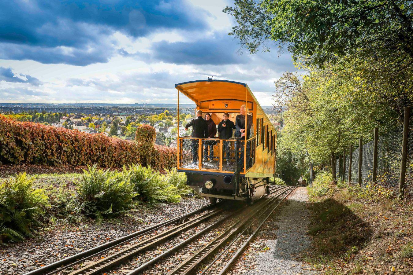 Die Nerobergbahn: Wiesbadens schrägstes Wahrzeichen