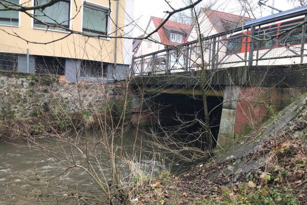An der Brücke wurden auch bis 1622 Diebe zur Strafe in einem großen Weidenkorb in die Modau getaucht - vor Publikum.