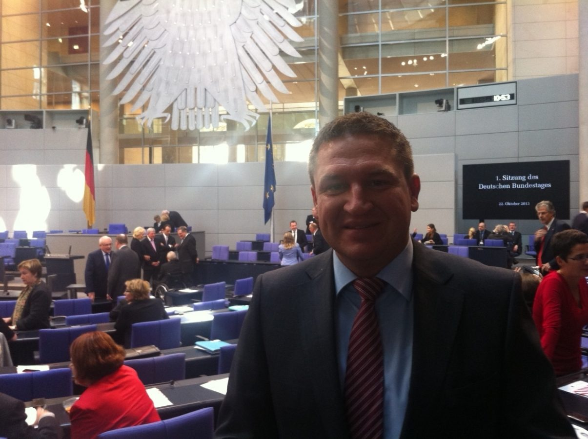 Held am Ziel – 2013 zieht er in den Deutschen Bundestag ein (Foto: privat/Held)
