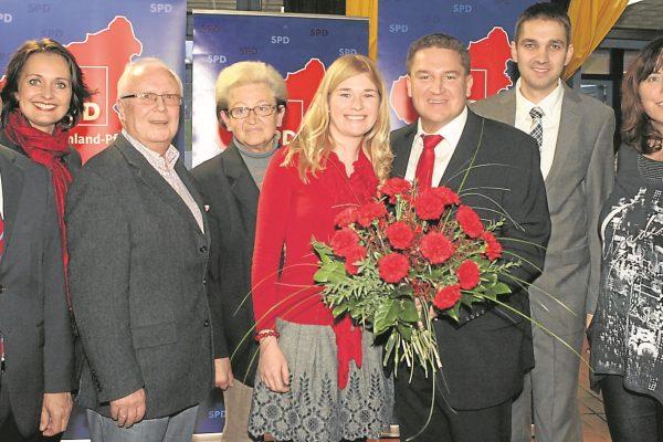 Glückwünsche zum gewonnen Bundestagsmandat 2013 u.a. von Michael Hartmannm Kathrin Anklam-Trapp, Klaus Hagemann (Foto: Axel Schmitz)