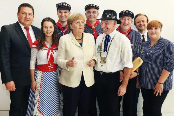 Gruppenbild mit Bundeskanzlerin Angela Merkel (Foto: Uhrig)